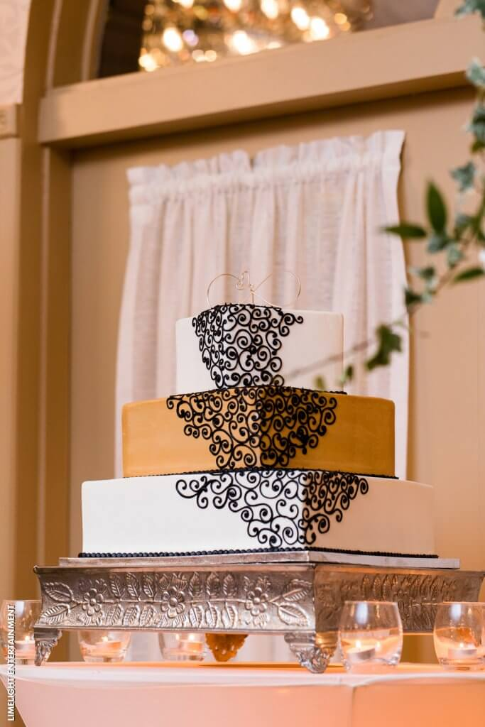 Elaborate design wedding cake